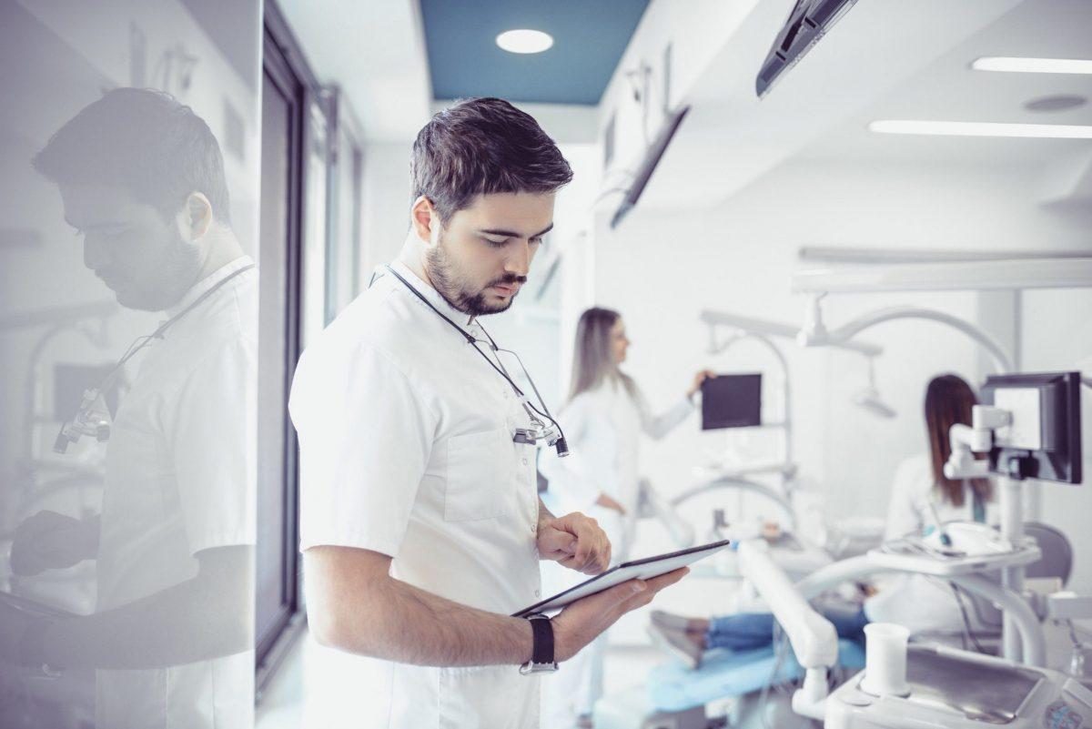 investir em um consultório ou trabalhar em uma clinica